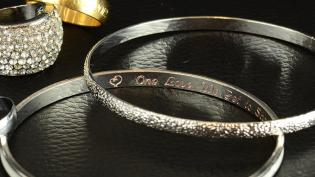 inner-and-outer-engraving-of-bracelets_product_slide